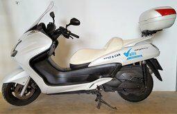 Rent Yamaha Magesty 400cc